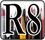 R8-badge